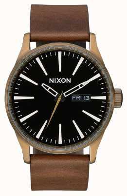 Nixon Couro Sentinela | latão / preto / marrom | pulseira de couro marrom | mostrador preto A105-3053-00